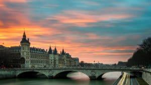 Location de salle pour anniversaire à Paris, pensez à louer un yacht
