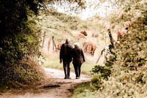 Choisir une maison de retraite avec ses proches