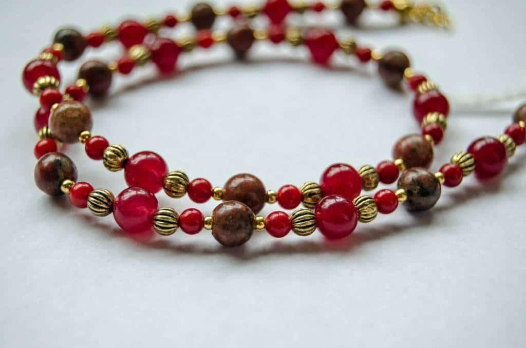 bijou éstérique en jaspe rouge