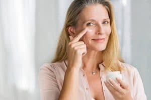 Quels produits de soin utiliser pour les peaux matures ?