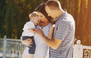 Baptiser votre enfant : Église ou mairie ?