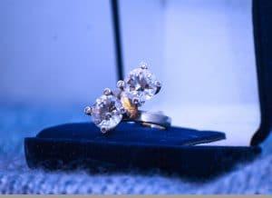Comment nettoyer les bijoux en or et pierres précieuses ?