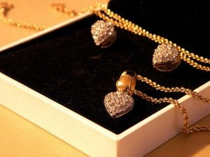 Comment nettoyer des bijoux en or ?