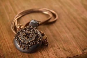 Comment nettoyer des bijoux en cuivre ?