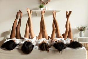 Shopping, soirée pyjama… : à quoi ressemblera votre prochaine soirée entre filles?