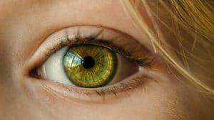 Boostez votre regard avec les lentilles de couleur