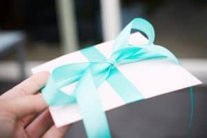Pendaison de crémaillère : 4 raisons d'offrir une carte cadeau Castorama