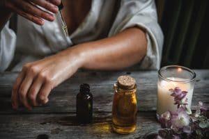 Quelle huile essentielle utiliser pour une peau déshydratée ?